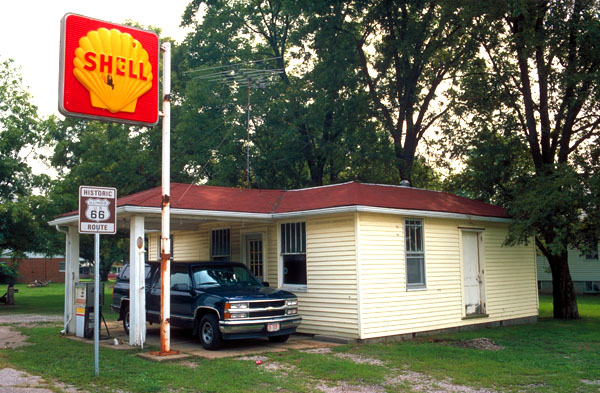 Russell Soulsby's Shell Station<br>Mt Olive, Illinois: Mt. Olive, Illinois, United States of America : Landmarks; Gas Bars.