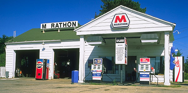 Marathon Oil filling station<br>Pearl of the Main Street<br>Dwight, Illinois: Dwight, Illinois, United States of America : Gas Bars; Landmarks.