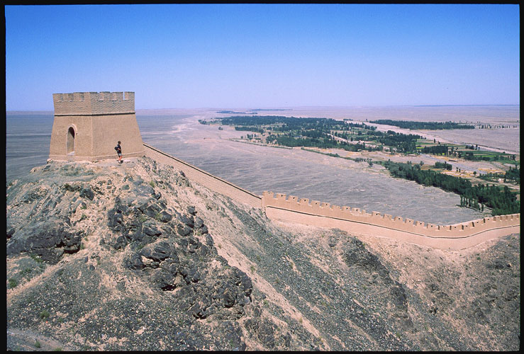 Jiayuguan :: Protecting the Ming Dynasty's Westernmost Extreme<br>The Hanging Great Wall: Jiayuguan, Gansu, People's Republic of China : Great Wall; Landscapes.