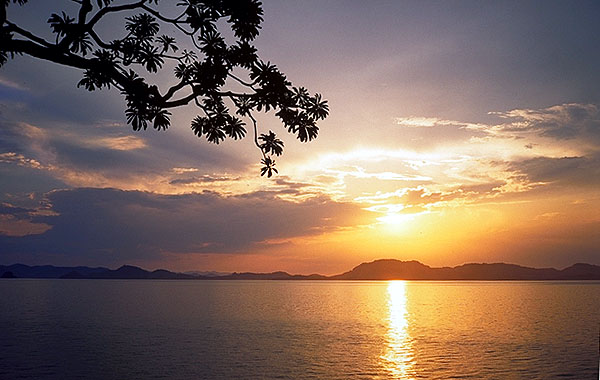 Sunset on the Andaman Sea<br>near Krabi, Thailand: The Andaman Sea, Krabi, Thailand : Sunsets; Shorelines.