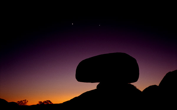 Devils Marbles<br>Northern Territory, Australia: Devils Marbles, Northern Territory, Australia : Landscapes; Sunsets.