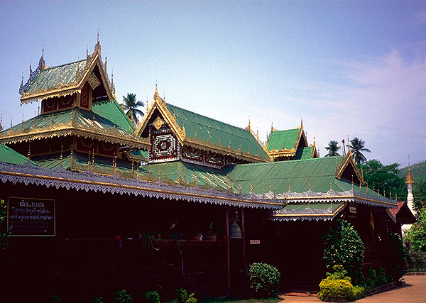 Mae Hong Son Loop<br>A small town wat: Mae Hong Son Loop, Thailand : Temples; Buildings.
