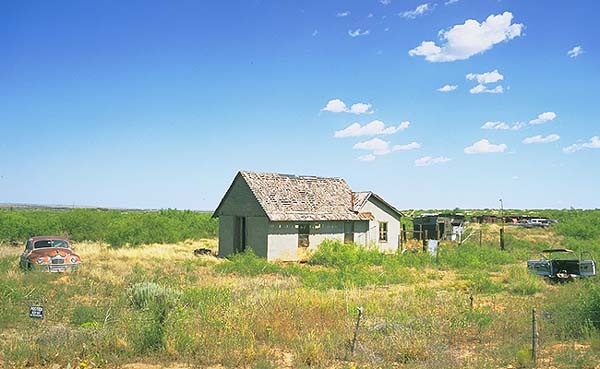 Abandoned Buildings off the Old Road<br>Glen Rio, New Mexico: Glen Rio, New Mexico, United States of America : Ruins and Restorations.
