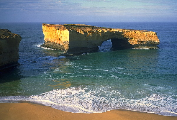 London Bridge<br>The Great Ocean Road<br>Victoria, Australia: The Great Ocean Road, Victoria, Australia : The Natural Order; Landscapes.