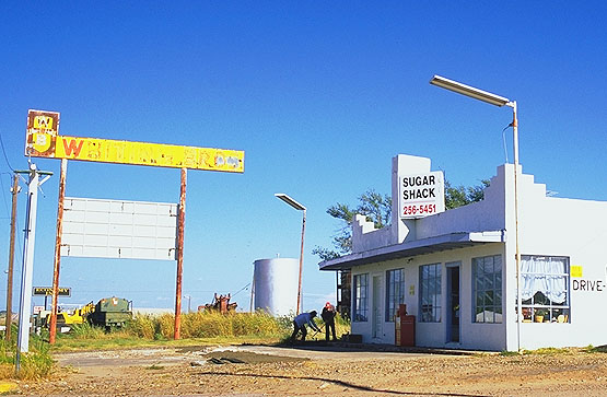 Once a gas bar<br>Shamrock, Texas: Shamrock, Texas, United States of America : Gas Bars; Eat-Drink.