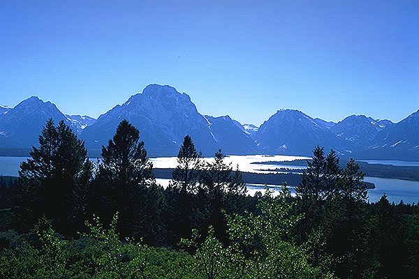 The Teton's from Signal Mountain<br>Grand Teton National Park<br>Wyoming, USA: Grand Tetons National Park, Wyoming, United States of America : Geological Formations; Landscapes.