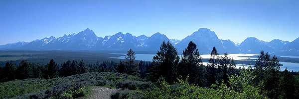 The Grand Tetons from Signal Mountain<br>Grand Teton National Park<br>Wyoming, USA: Grand Tetons National Park, Wyoming, United States of America : Geological Formations; Landscapes.