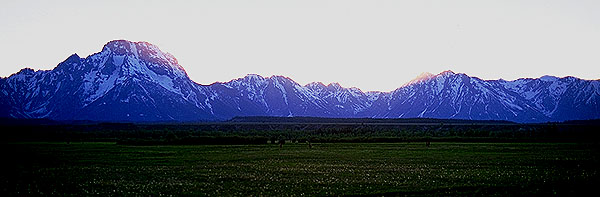 A Grand Tetons Sunset<br>Grand Teton National Park<br>Wyoming, USA: Grand Tetons National Park, Wyoming, United States of America : Sunsets; Landscapes.
