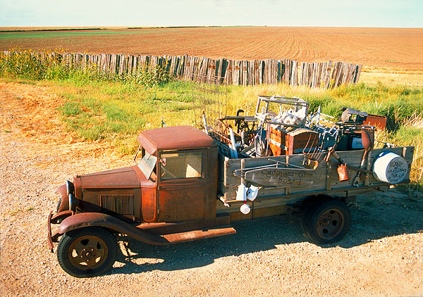 Jalopy<br>Between Adrian and Vega, Texas: Texas Route 66, Texas, United States of America : Cars; Monuments.