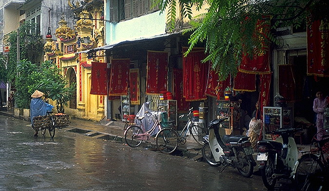 Chinatown business<br>Hanoi, Vietnam: Hanoi, Vietnam : City Scenes; People You Meet.