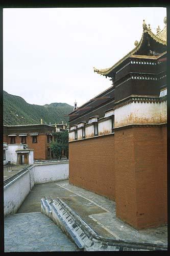 More architectural splendour: Xiahe -- Labrang Si, Gansu, People's Republic of China : Buildings; Temples.
