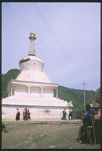 Xiahe :: Labrang Si (Tibetan Lamasary): Xiahe -- Labrang Si, Gansu, People's Republic of China : Buildings; People You Meet.