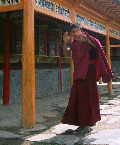 Xiahe :: Labrang Si (Tibetan Lamasary): Xiahe -- Labrang Si, Gansu, People's Republic of China : Temples; People You Meet.