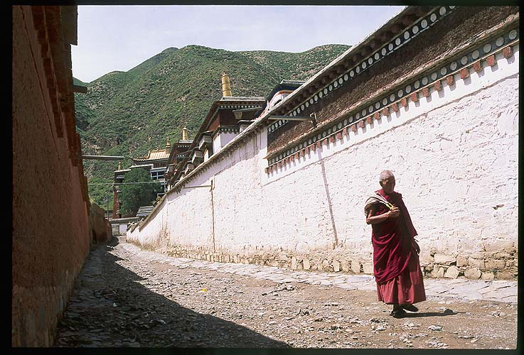Xiahe :: Labrang Si (Tibetan Lamasary): Xiahe -- Labrang Si, Gansu, People's Republic of China : People You Meet; Temples.