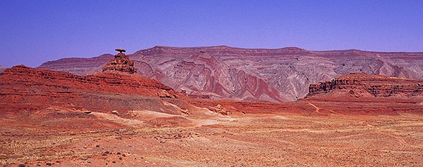 Mexican Hat rock formation<br>Utah, USA: Utah, United States of America : Landscapes.